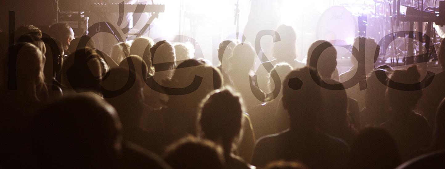 Hoers.de Logo Konzert Bild Live Ana Blanch Photography