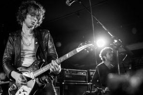 Warbly Jets spielen live im Musik & Frieden